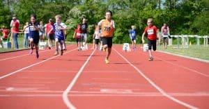 Auch die Jüngsten messen sich beim beleibten Mehrkampfcup auf der Tartanbahn im Sprint. Foto: Andreas Greiner-Napp