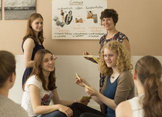 Jugendliche lernen, ihren Umgang mit anderen positiv zu gestalten. Foto: MondoX