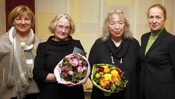 Beim Empfang: (von links) Petra Gottsand, Sybille Hempel-Abromeit, Prof. Annelie Keil, Erika Borek. Foto: Thomas Ammerpohl
