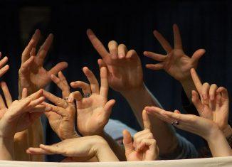 """Viele Fingerzeige gibt es bei """"Nostringsattached"""". Foto: Thimo Kortmann"""