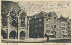 Eine alte Postkarte zeigt das Altstadtrathaus und das Stechinelli-Haus. Archiv: Ostwald