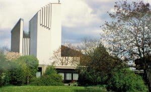 Die fertige St.-Thomas-Kirche in den 1970er Jahren. Reproduktion: meyermedia