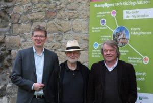 Bernhard Knoblauch (Pastor der Klosterkirche Riddagshausen), Dieter Prüschenk (Projektleiter Braunschweiger Jakobsweg) und Martin Wrasmann (Stellvertretender Leiter des Seelsorgeamtes im Bistum Hildesheim) haben den Ökumenischen Pilgertag vorbereitet. Foto: Meike Buck