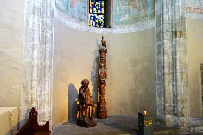 Die Passionssäule und die Figur des leidenden Jesus im Braunschweiger Dom: Foto: meyermedia