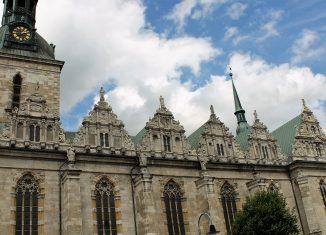 Die Zwerchgiebel an der Südseite der Hauptkirche sind renoviert. Foto: meyermedia