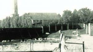 Die Frauenbadeanstalt erhielt einen Bretter-Sichtzaun. Foto: Archiv Ostwald