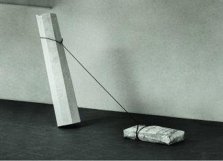 Inge Mahn, Säule, Gipssack ziehend, 1988. Foto: Kunstverein