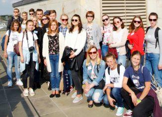 Die Gruppe aus Minsk beim Besuch auf der Quadriga. Foto: Veranstalter