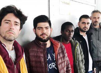 Eneko Sanz, Abdulrahim Aljouja, Boubacar Barry, Barzan Hussein, Carsten Wilhelm (von links nach rechts) sind Mitwirkende in der Produktion. Foto: unitedOFFproductions