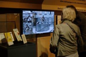 Die Ausstellung rückt auch den Eulenspiegel-Brunnen in Braunschweig ins rechte Licht. Foto: Meike Buck