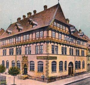 Die frühere Hagenmarkt-Apotheke mit dem Portal. Archiv Ostwald