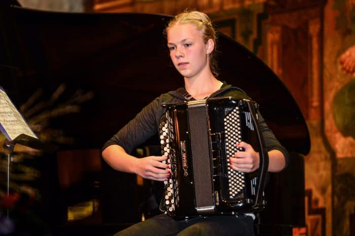 Stipendiatin Eva Debbeler beim Preisträgerkonzert 2014 in der Goslarer Kaiserpfalz. Foto: Andreas-Greiner-Napp