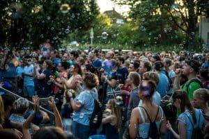 Das Publikum wird mit einbezogen. Foto: Stadtfinder/Sebastian Schollmeyer