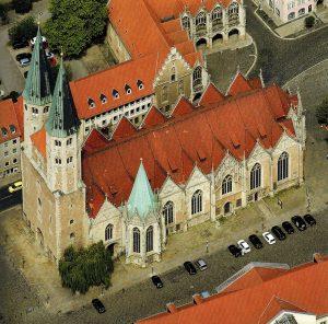 St. Martini war die Hauptpfarrkirche im Weichbild Altstadt. Foto: Screenshot/Luftbild Hajo Dietz