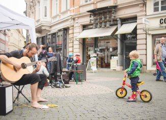 Straßenmusiker lieben den unmittelbaren Kontakt zum Publikum. Foto: Buskers/Eric Seehof
