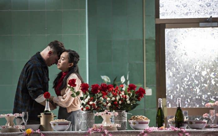 """Szene aus dem Eröffnungsstück """"Saigon"""" von Caroline Guiela Nguyen. Foto: Theaterformen"""