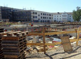 Baustelle Quartier St. Leonhard mit Internationaler Kita und Internat (im Hintergrund). Foto: der Löwe