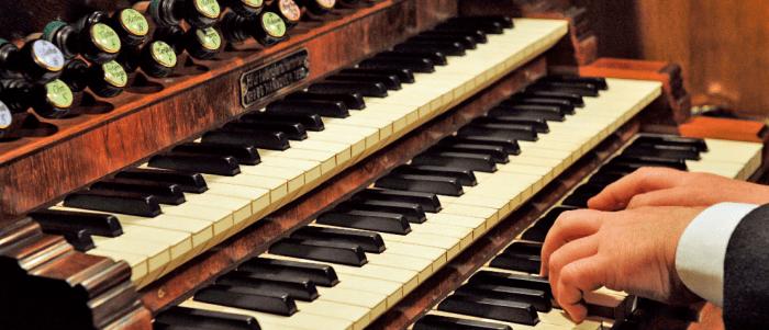 Die Tastatur der Furtwängler-Orgel im Kaiserdom Königslutter. Foto: Kaiserdom