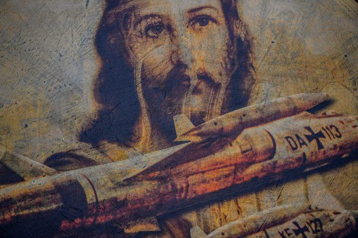Mixed-Media-Bild mit einer Jesus-Abbildung und Starfightern von Friedhelm Kranz. Foto: Andreas Greiner Napp