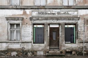 Dieses Gebäude in Andreas Greiner-Napps ehemaliger Heimat in den so genannten neuen Bundesländern hat den Sprung in die Neuzeit nicht geschafft. Foto: Andreas Greiner-Napp