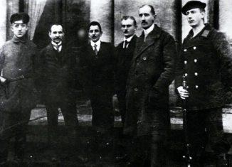 Die Delegation des Arbeiter- und Soldatenrats mit August Merges (3.v.l.) nahm die Abdankung des Herzogs entgegen. Foto: IBR