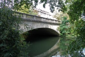 Die Theaterbrücke, Südansicht. Foto: Der Löwe