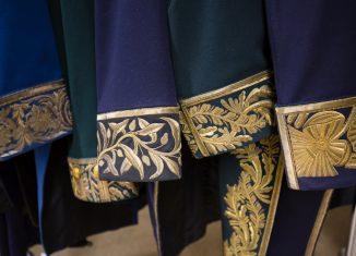 Die zivilen Uniformen am Braunschweiger Hof waren besonders aufwendig verziert. Foto: BLSM / Ilona Döring