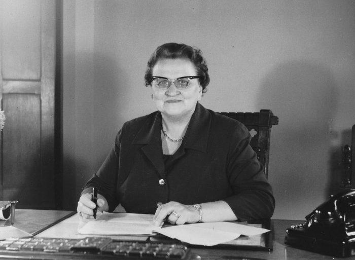 Martha Fuchs in ihrem Amtszimmer. Foto: Stadtarchiv