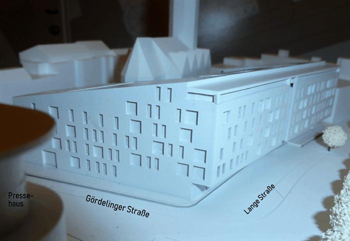 Das Modell zeigt die Dimensionen der Bebauung an der Petrikirche. Foto: Hartmut Gaedecke