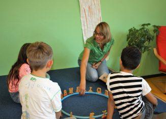 Lerntherapeutin Katja Overbeck fördert Kinder mit Lese- und Rechtschreibschwächen. Foto: ZiL