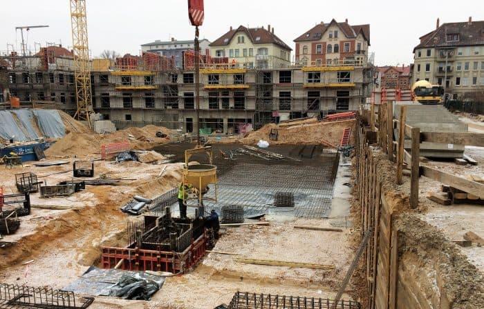 Die Baugrube des fünften neuen Gebäudes im Quartier St. Leonhard. Foto: Richard Borek Stiftung
