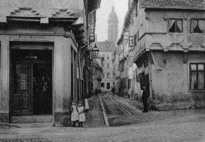Blick von der Wilhelmstraße durch die Bockstwete zur Wendenstraße. Fotografie 1892 von J. Schombardt. Foto: Stadtarchiv Braunschweig