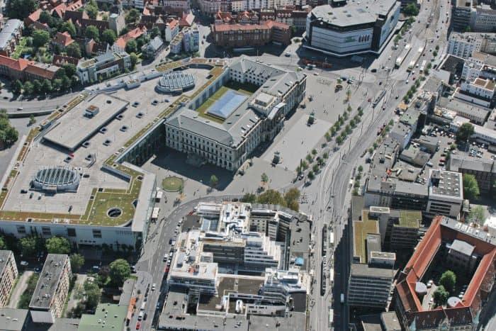 Das Schloss mit den Schloss-Arkaden und Umfeld. Foto: Ackers Städtebau Partner