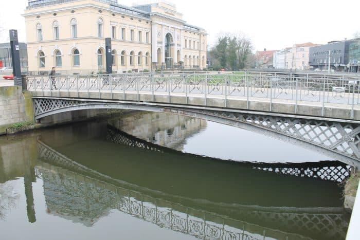 Die östliche Bahnhofsbrücke. Foto: Der Löwe