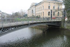 Die westliche Bahnhofsbrücke. Foto der Löwe