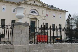 Die Villa mit dem restaurierten Zaun. Foto: Der Löwe