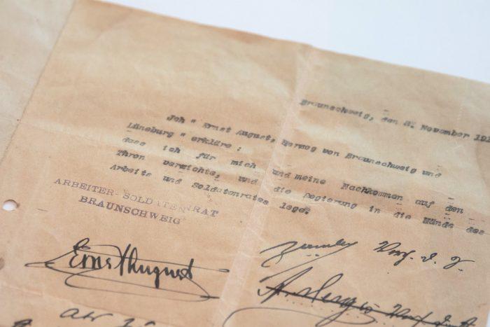 Die Abdankungsurkunde von Herzog Ernst August. Foto: Schlossmuseum/ M. Kruszewski