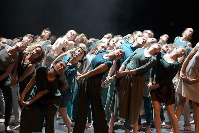 """Szene aus dem Laien-Tanzprojekt """"tanzwärts"""" des Staatstheaters Braunschweig. Foto: Die Braunschweigische Stiftung"""