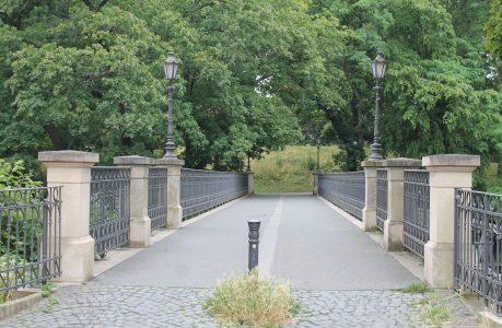 Das schmiedeeiserne Geländer stammt vom historischen Vorgängerbau aus dem Jahr 1888. Foto: Der Löwe