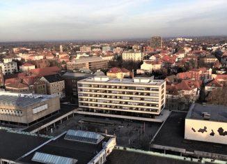 Hochschulforum der Technischen Universität Braunschweig. Links die Universitätsbibliothek, rechts das Audimax. Foto: Braunschweigische Landschaft/Olaf Gisbertz