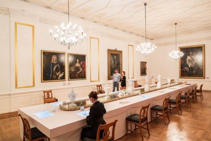 Der Weiße Saal mit dem Historischen Menü im Schlossmuseum Braunschweig. Foto:Schlossmuseum Marek Kruszewski