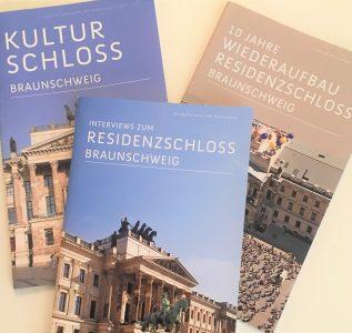 Die Trilogie der Broschüren zum Jubiläum anlässlich des 10-jährigen Bestehens des wiederaufgebauten Residenzschlosses Braunschweig. Screenshot: Der Löwe