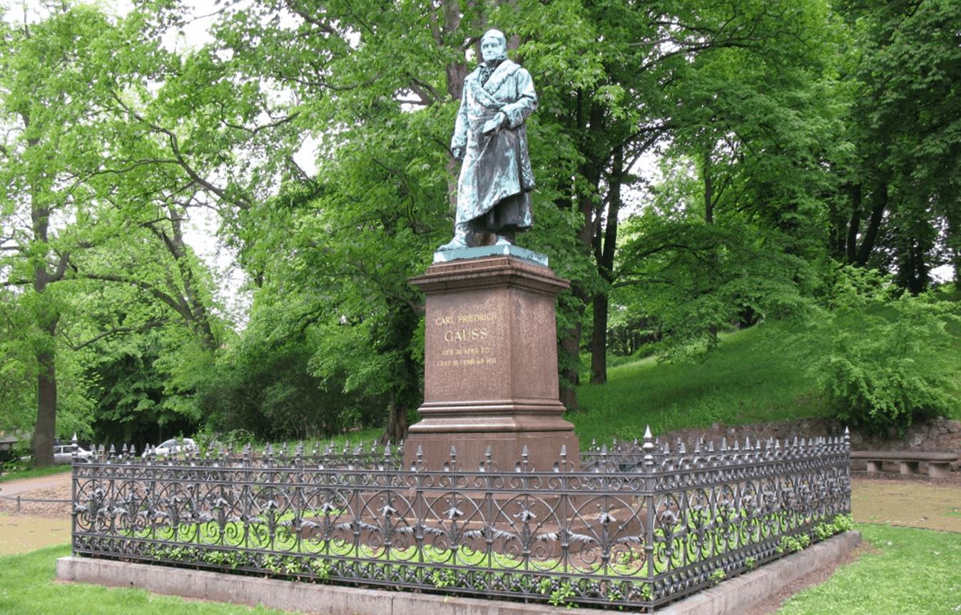 Das Gauß-Denkmal am Fuße des Gaußbergs. Archiv: IBR