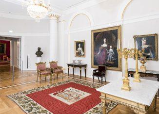 Audienzzimmer Schlossmuseum mit zwei Sesseln mit blassrotem Bezug. Foto: Schlossmuseum/Küstner