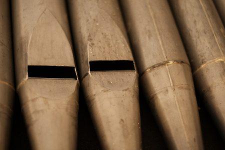 Die Metallpfeifen stammen noch aus der Bauzeit der Orgel. Foto: Meike Buck