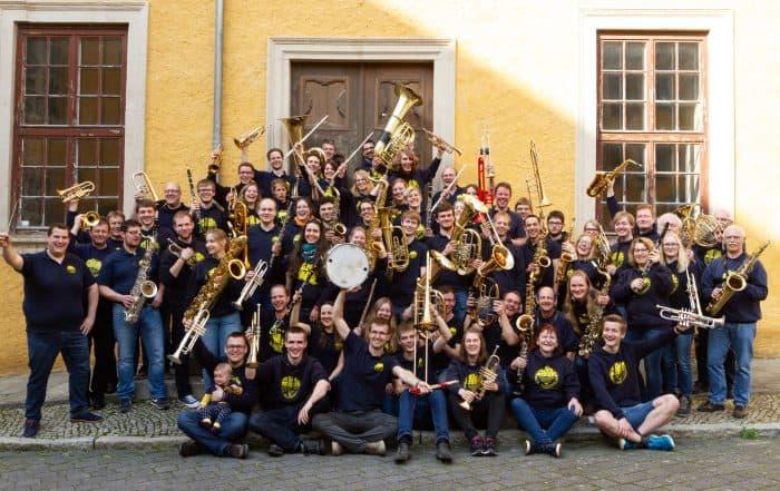 AkaBlas in voller Besetzung und bester Laune. Foto: AkaBlas
