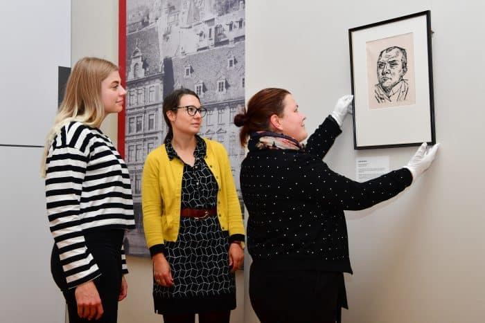 Letzte Arbeiten an der Ausstellung im Schlossmuseum. Foto: Andreas Greiner-Napp