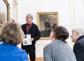 Bernd Wedemeyer erläutert anhand des Bildbestandes der Gemäldegalerie die Kriterien der Inthronisationen. Foto: Schlossmuseum