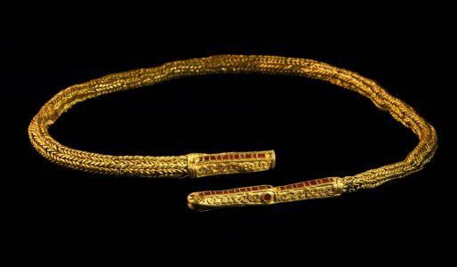 Halsschmuck aus Gold und Halbedelsteinen (Goldkette von Isenbüttel), Isenbüttel, Ldkr. Gofhorn, 7. Jh. Foto: Landesmuseum Hannover