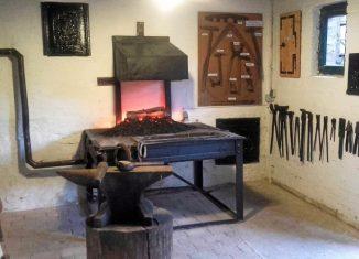 Eine alte Schmiede hat im Heimathaus Alte Mühle Schladen einen Platz gefunden. Foto: Privat